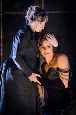 Verdi: La traviata - Ellie Edmonds, Lauren Fagan - Opera Holland Park (Photo Robert Workman)