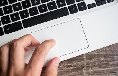 4 Tips Merawat Touchpad Laptop Agar Lebih Awet