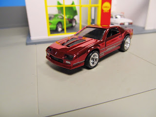 red line club Camaro IROC hot wheels