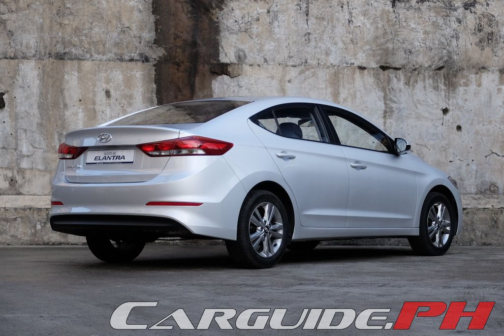 Though The 2016 Elantra Features A Completely New Body You Can T Help But Draw Similarities With Previous Model Overall Proportions Are Largely