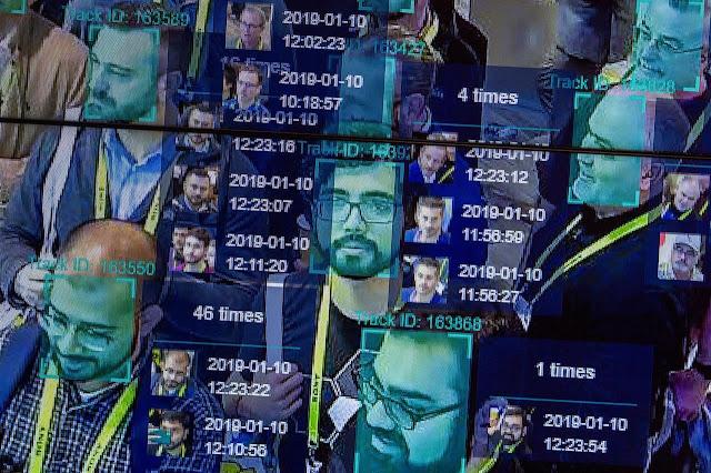La '10 Year Challenge' è un modo per raccogliere dati per il riconoscimento facciale tramite IA?