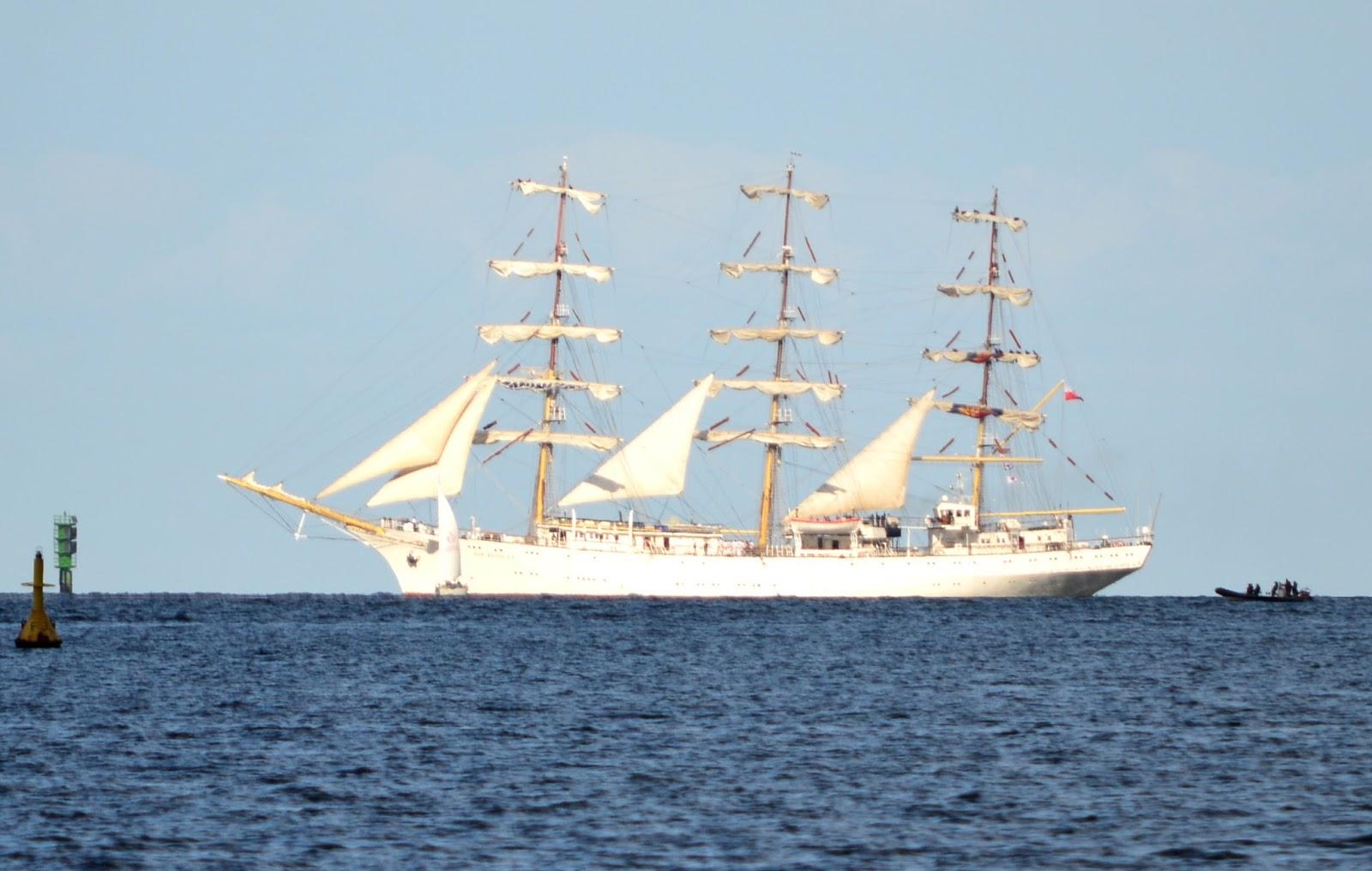 W Wa Jeziorki World 39 S Largest Ship Calls Into Gda Sk On