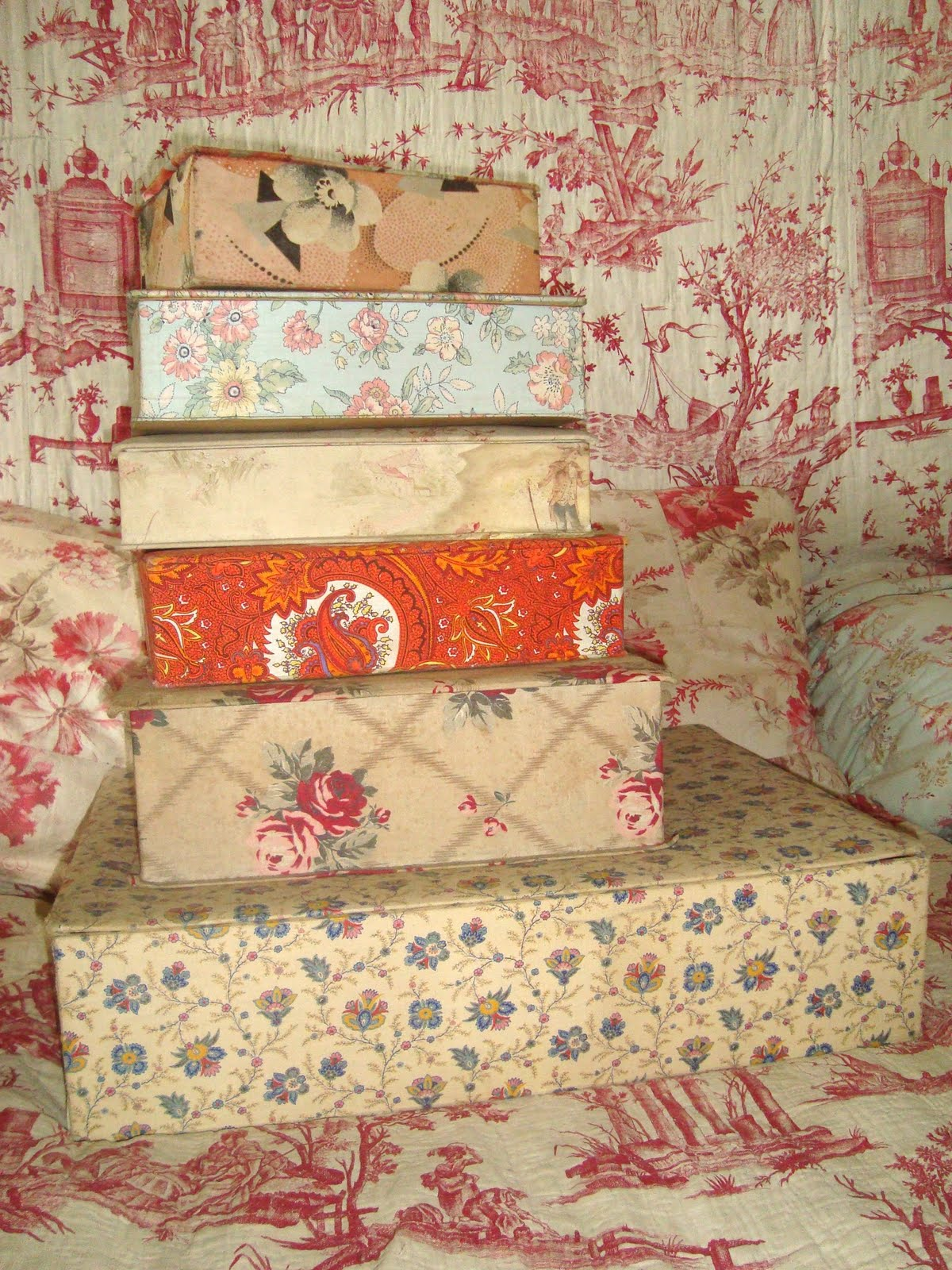 You can never have too many boxes, especially pretty vintage French ones  like these!