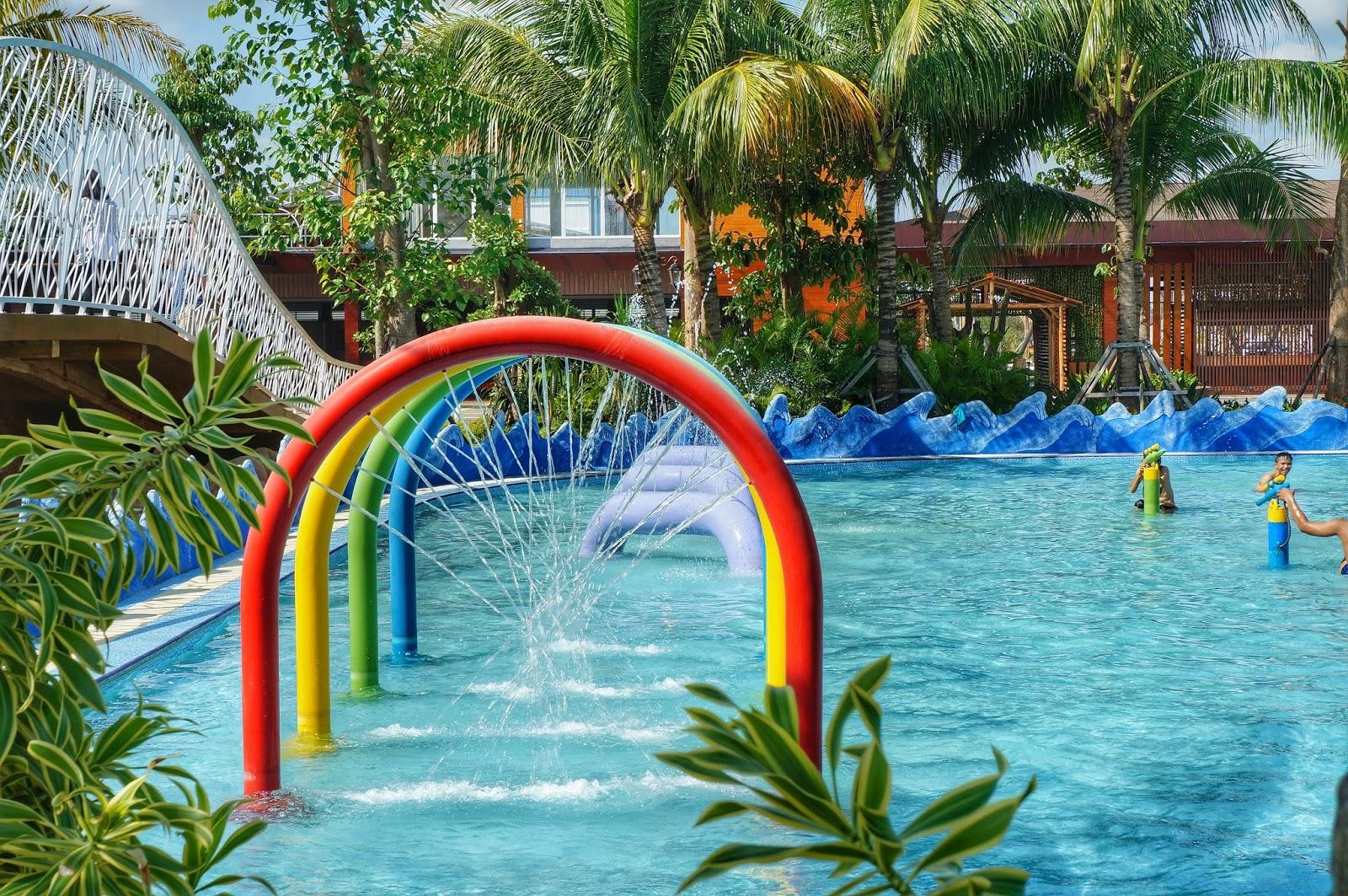 Main Air Di Paradis Q Water Park Terbesar Di Kalimantan Barat