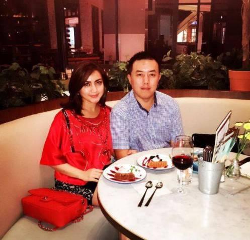 Wiwid Gunawan dengan Suami terbarunya Henry Purnomo