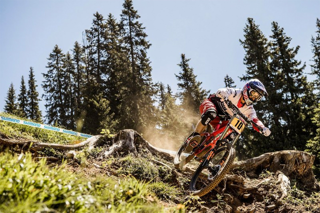 2016 Lenzerheid UCI World Cup Downhill: Practice - Gee Atherton