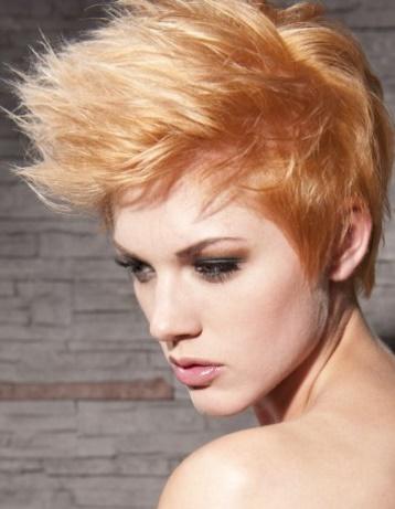 cortes de pelo corto con flequillo para mujeres