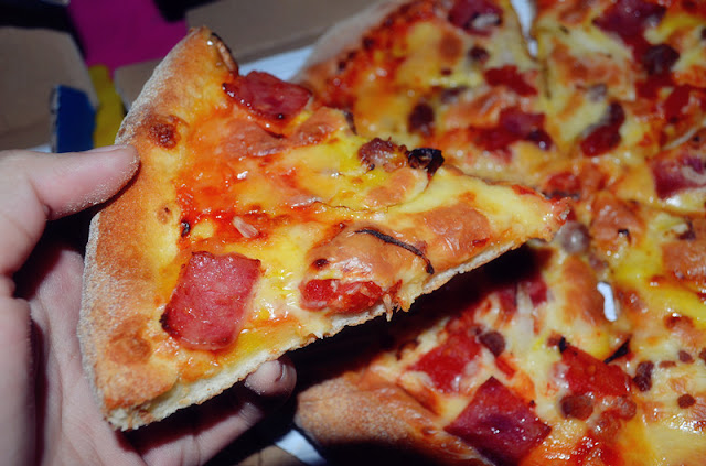 Review Domino's Pizza