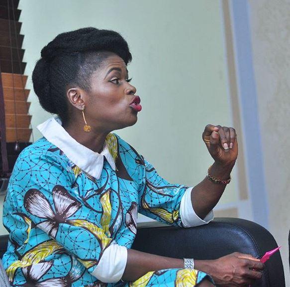 NigeriaInfo Presenter, Enoh Ogbevire [@Enigmacity] come hard for Nigerian politicians