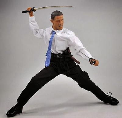 Figura de acción de Barack Obama con una katana