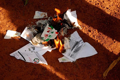 PDP members set membership cards on fire as they decamp to APC in Otukpo, Benue State