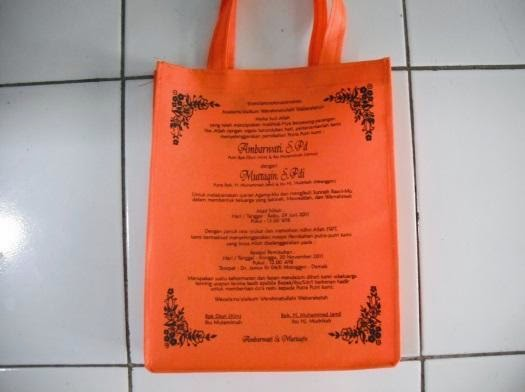 souvenir tas unik berbentuk undangan pernikahan