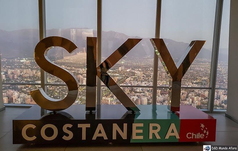 Letreiro do Sky Costanera - o que fazer em Santiago