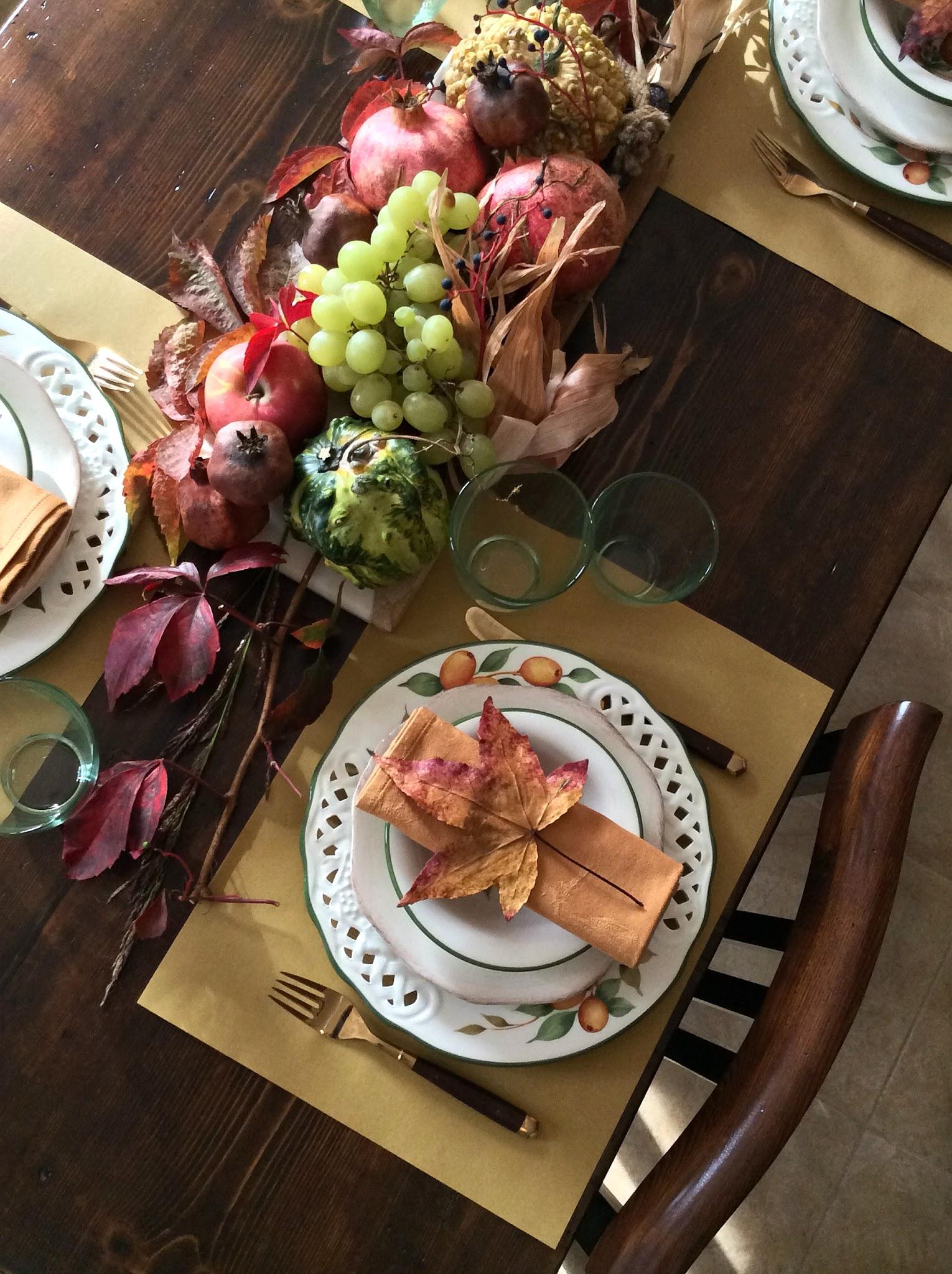 apparecchiare la tavola con le foglie