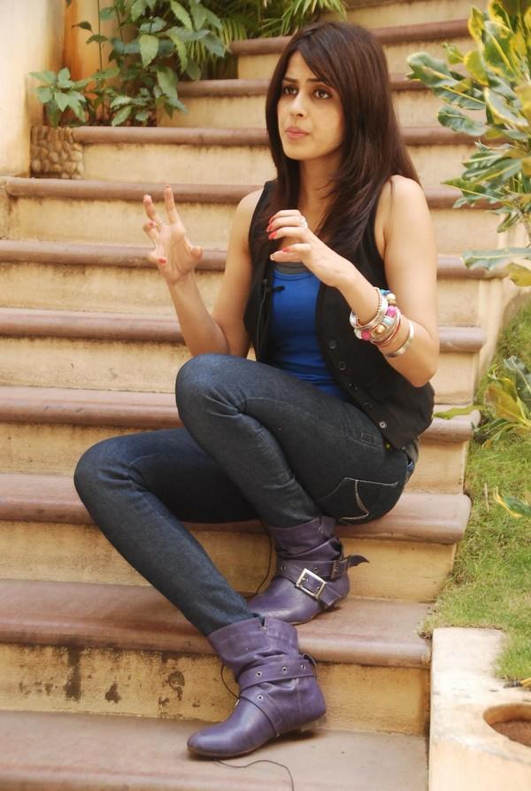 Cute genelia in black jeans