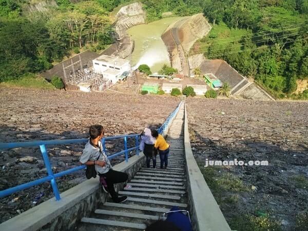 tangga menuju PLTA batu tegi