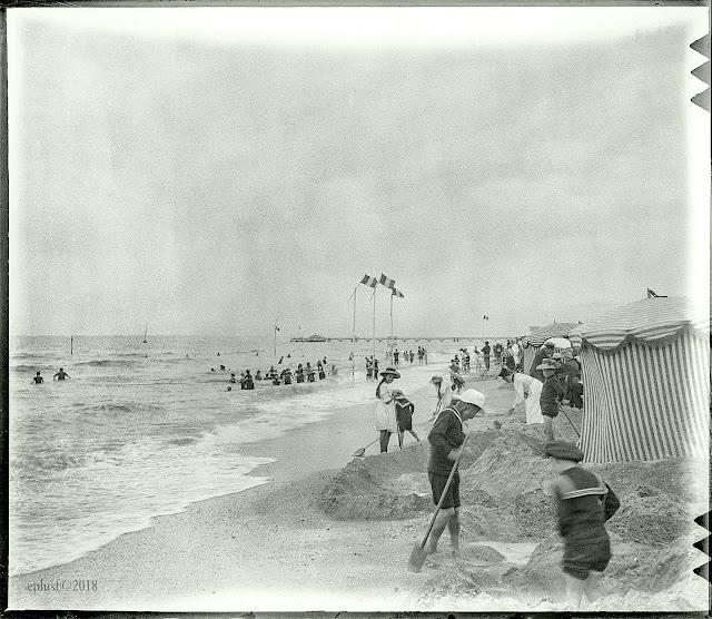 Trouville, le bain à la corde, circa 1900