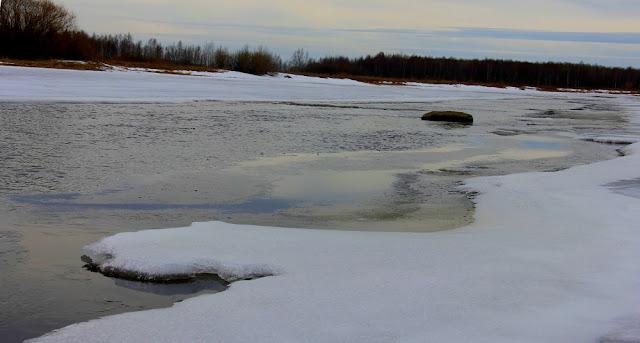 Камень на реке