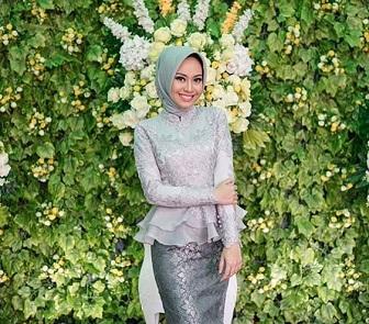 Model Kebaya Brokat Lengan Panjang Untuk Muslimah Berjilbab
