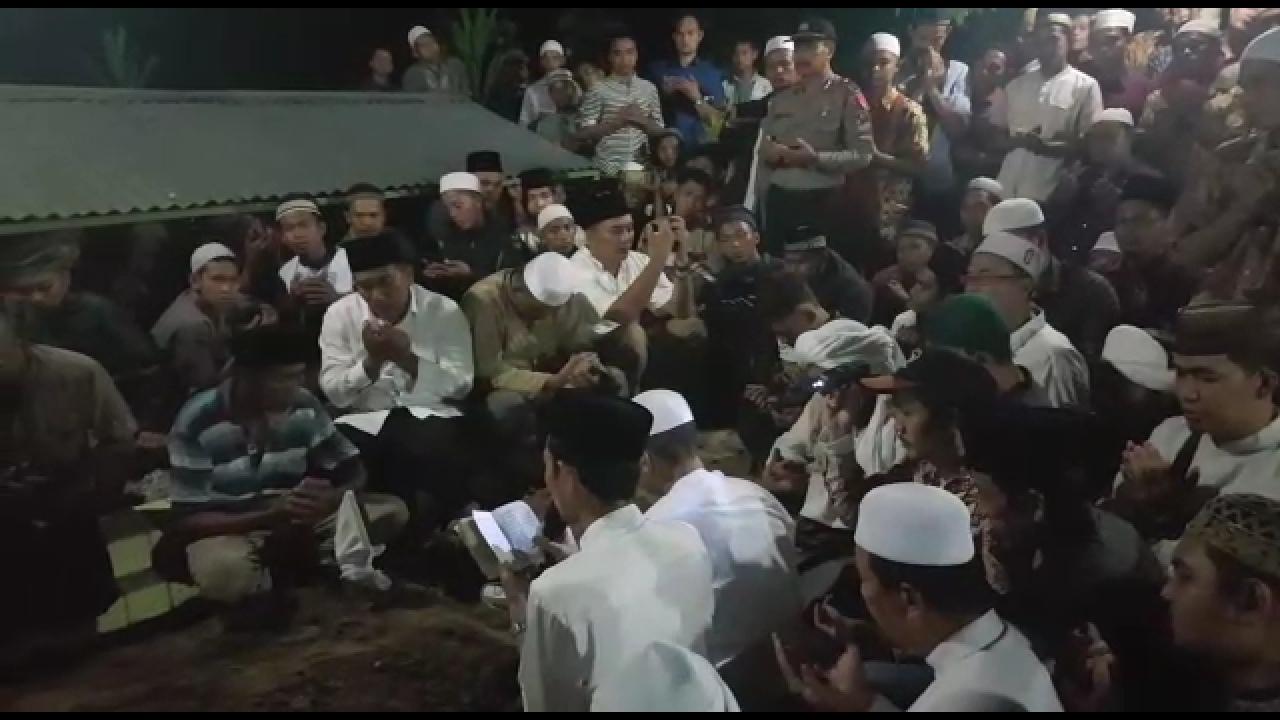 Suasana Haru Pemakaman Ibunda Ustadz Abdul Somad Lc MA