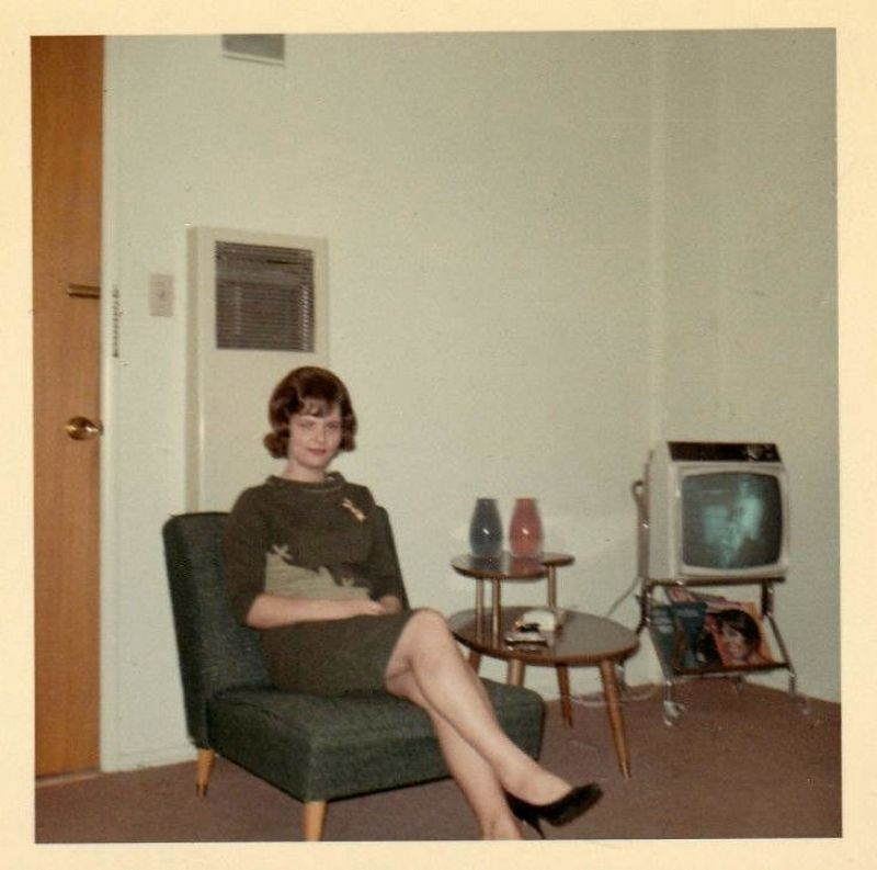 66 Cool Snaps That Capture People in Their Living Room From the 1960s ~ vintage everyday