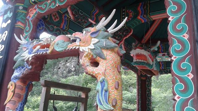 En este templo, también unos dragones