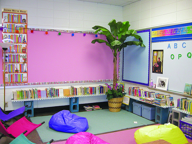 Learn how to set up your whole class meeting area from this blog post. It gives elementary teachers tons of practical tips and ideas for how to create an ideal whole group area for read alouds so your read aloud time will become your favorite time of the school day. #readaloud #teaching #classroom #classroommeeting