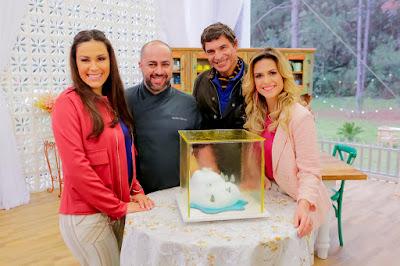 Nadja, Rafa, Olivier e Beca com o bolo glacial (Crédito: Gabriel Cardoso/SBT)