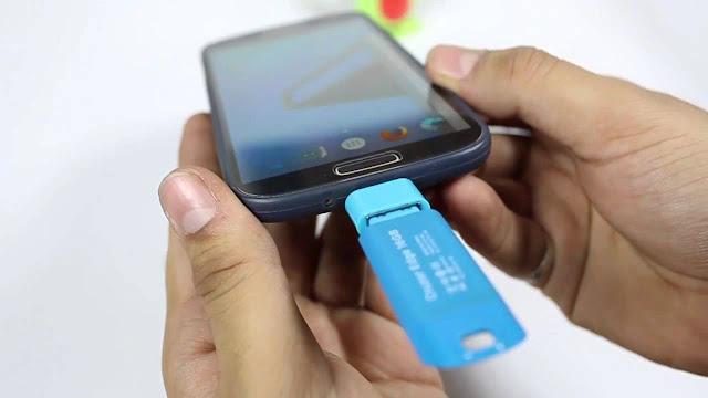 Como conectar un USB a un celular Android y comprobar OTG