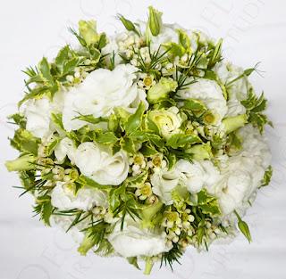 Tavaszi menyasszonyi csokor fehér szellőrózsa