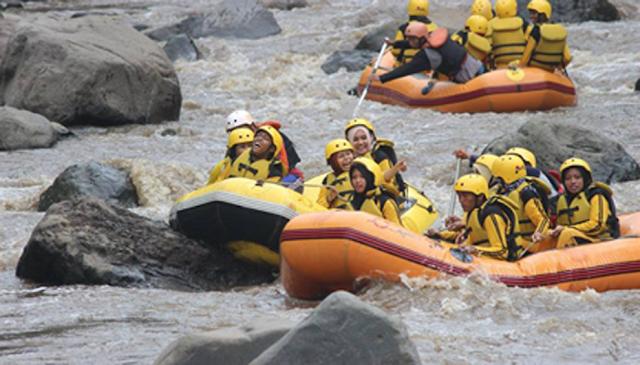 Rafting seru hanya di Pujon