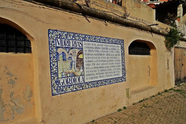 pomysłowe freski na murach katedry Palma de Mallorca