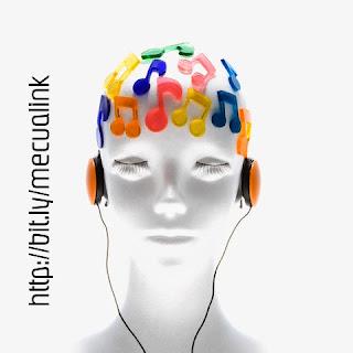 Así se trate de una melodía de los Beatles o una sinfonía de Beethoven, a la gente le gusta la música por la misma razón que le gusta comer o tener relaciones sexuales: hace queel cerebro libere una sustancia química que da placer, afirmó un nuevo estudio. (TI) Esa sustancia cerebral está implicada tanto en anticipar un momento musical particularmente emocionante y en sentirse bien al escucharlo, según descubrieron los investigadores. Algunos estudios anteriores ya habían sugerido que la dopamina -una sustancia que las células del cerebro liberan para comunicarse entre sí- desempeñaba un papel en ello. Sin embargo, la