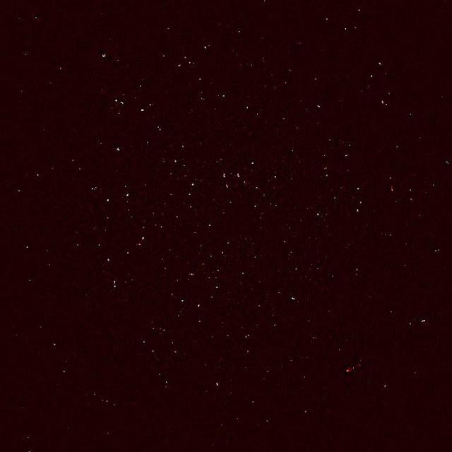 Mỗi một chấm trong hình ảnh này là từng thiên hà xa xôi trong bước sóng vô tuyến. Credit: MeerKAT.