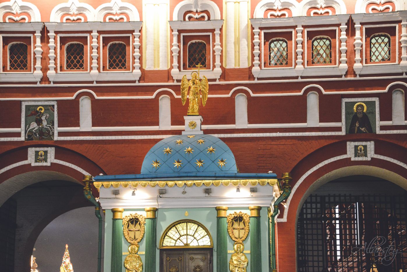 Resurrection Gate or Iberian Gate in Moscow, Russia. It connects the north-western end of Red Square with Manege Square.