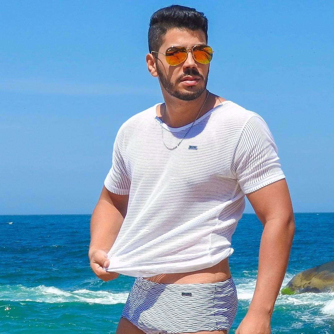 William Netto de sunga em campanha para marca de moda praia. Foto: Arquivo pessoal