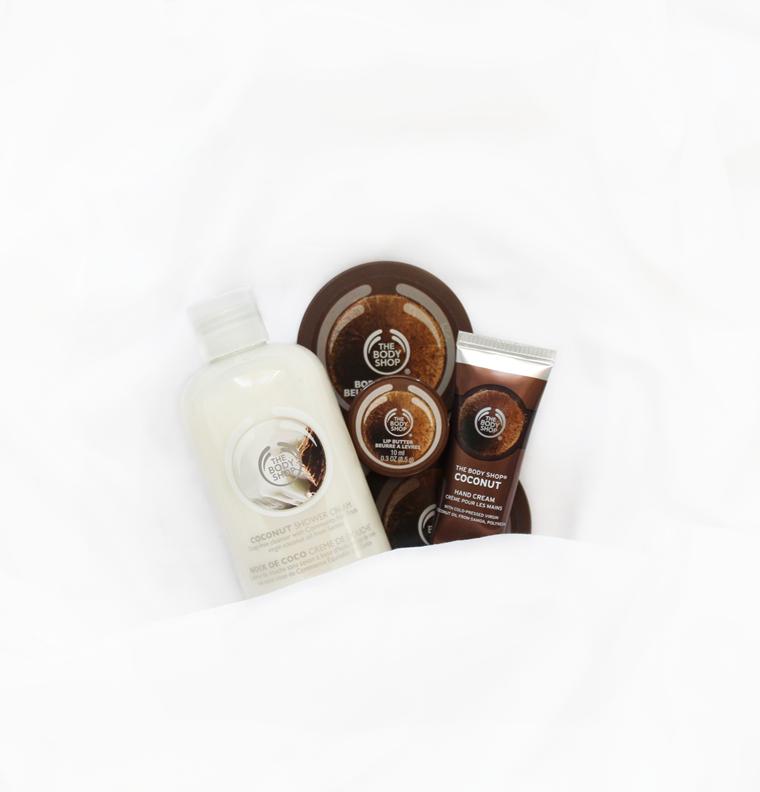 Ulubieńcy Wrzesień 2016 The Body Shop Coconut Masełko do ust