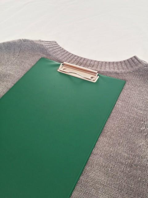 Ploča za pisanje kao alat za slaganje majica