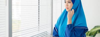 wanita yang khawatir akan penyakit anyang-anyangan