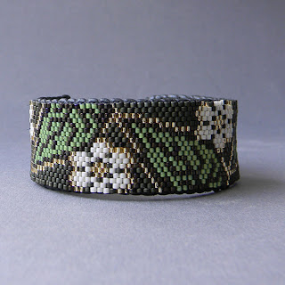 Купить оригинальный женский браслет из бисера в интернет-магазине авторской бижутерии ручной работы.