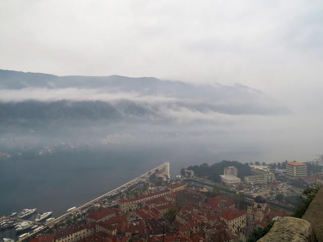 Vista da Baía de Kotor em meio a nuvens e névoa - Kotor - Montenegro - Europa - Leste Europeu
