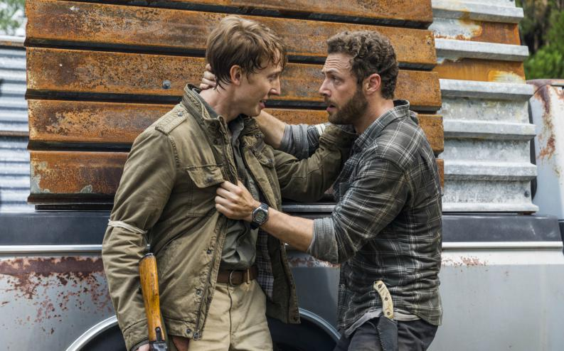Aaron y Eric en el episodio 8x02 de The Walking Dead