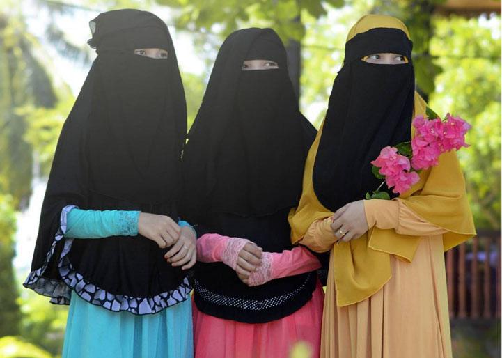 Dinikahi seorang wanita itu kerana empat perkara; hartanya, keturunannya, kecantikannya dan agamanya
