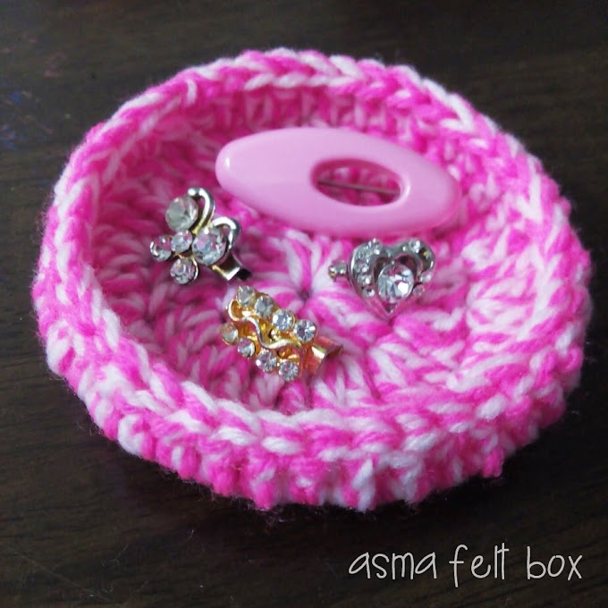 Crochet Brooch Holder