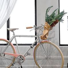 Vintage bicycle - Kara Mann for Goop in Chicago - found on Hello Lovely Studio