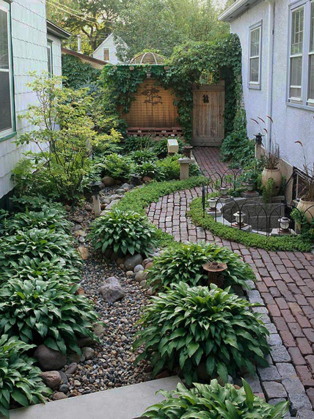 Small garden design in home home and design for Paved garden designs ideas