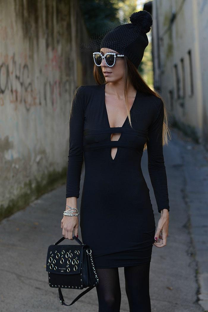 abito nero scollo sexy