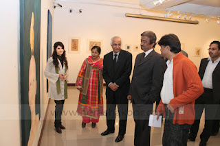 syeda hera shakoor with aqeel solangi and tauqeer nasir at pnca on her exhibition