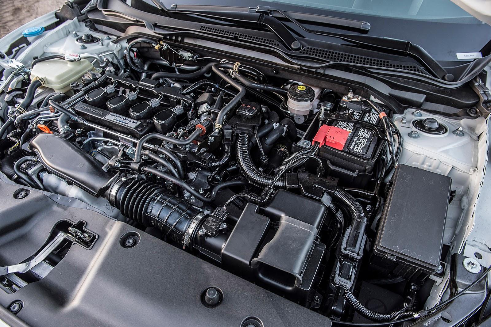 Khối động cơ V4 tăng áp, giúp xe nhanh, mạnh và tiết kiệm nhiên liệu