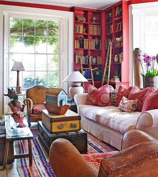Keltainen Talo Rannalla: Kolme Värikästä Kotia